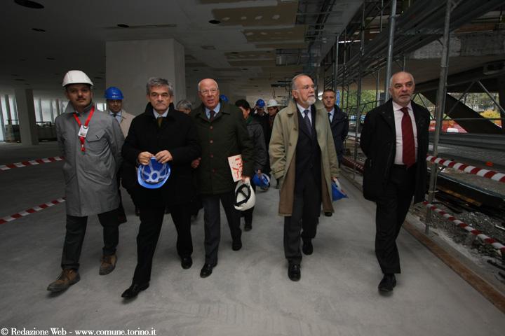 Zunino, alla destra di Chiamparino, durante la presentazione del museo dell'auto (Foto: Comune di Torino)