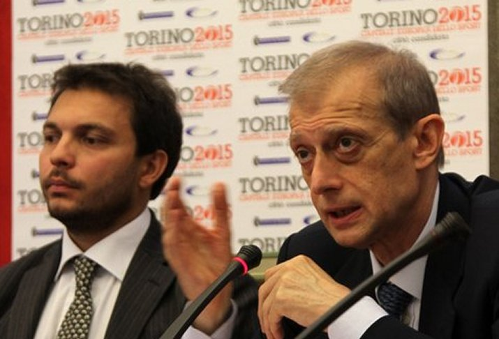 L'Assessore Gallo e il Sindaco Fassino per la consegna del titolo di Capitale Europea dello Sport 2015 (da http://www.spaziotorino.it/scatto/?p=3098)